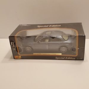 MAISTO - Special Edition -1999 Jaguar S -Type Car